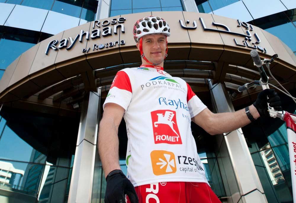 Man breaks biking-upstairs record in tallest hotel