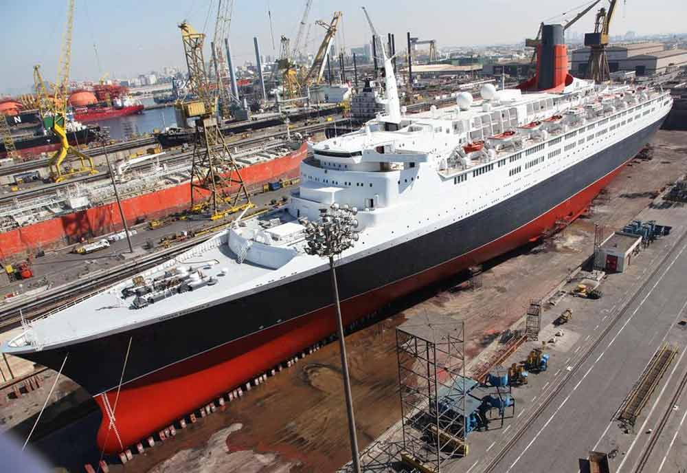 Chinese firm to convert QE2 into luxury hotel
