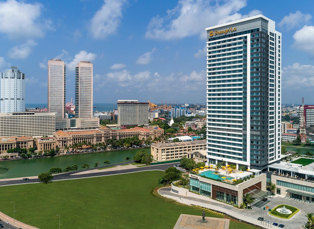 Explosions rock several five-star hotels in Sri Lanka