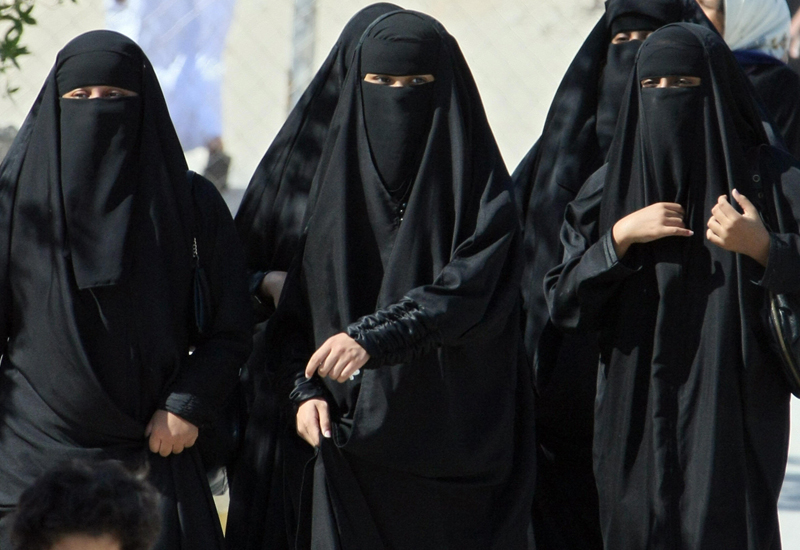 Saudi Arabia to drop strict dress code for foreign women
