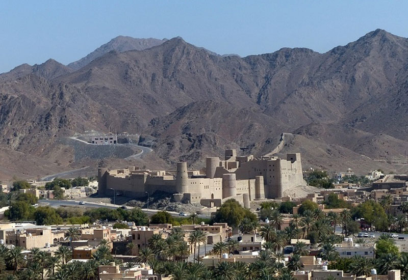 Oman closes all restaurants until further notice