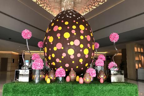 Fairmont Dubai reveals chocolate egg containing 436,000 calories