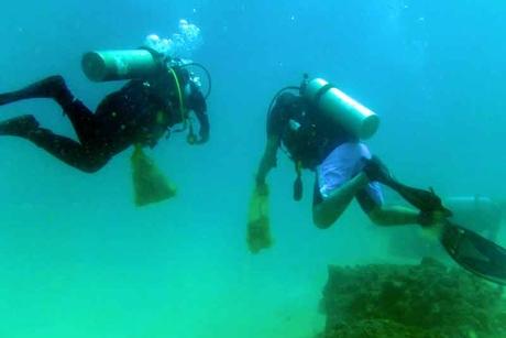 Hilton RAK sponsors and hosts underwater cleanup
