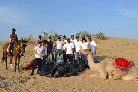 PHOTOS: Rotana's horseback desert cleanup