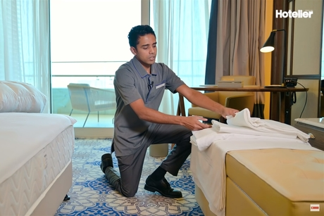 Video: Housekeeping tips: How to make the perfect hotel bed