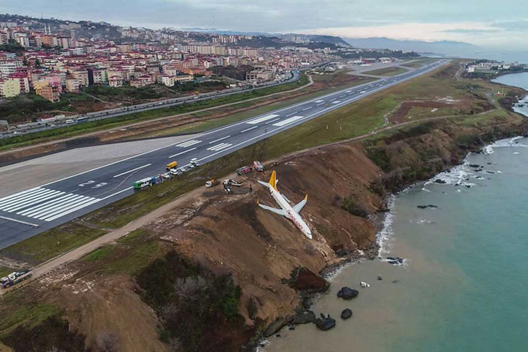 Turkish airline nearly skids off runway into the sea
