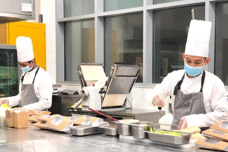 Park Rotana, Abu Dhabi donates breakfast to frontline workers