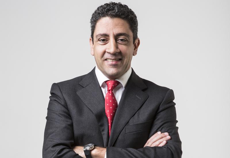 Carlos Khneisser, Hilton.