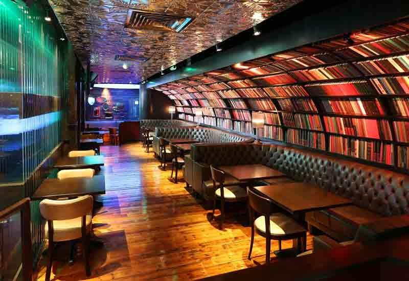 Restaurants, Bars