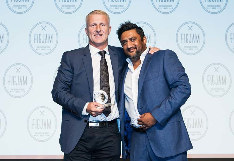 Paul Evans receiving his award from Sanjay Murthy.