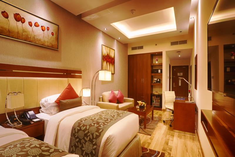 Rose Park Hotel Al Barsha, Dubai twin guestroom.