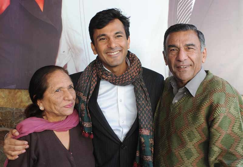 Vikas Khanna, master chef India host and executive chef of Junoon restaurant in New York, and his mother Bindu khanna (L) and father Davinder Khanna.