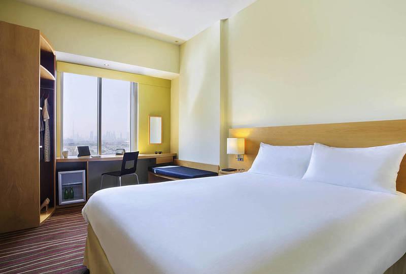 A guestroom in ibis Deira City Centre, Dubai.