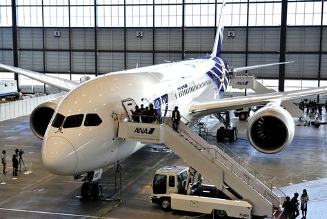 The first All Nippon Airways (ANA) Boeing 787 Dreamliner (AFP/Getty Images).