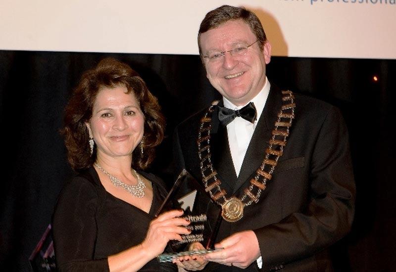 Fayha Sultan receiving Irish Travel Trade Award.