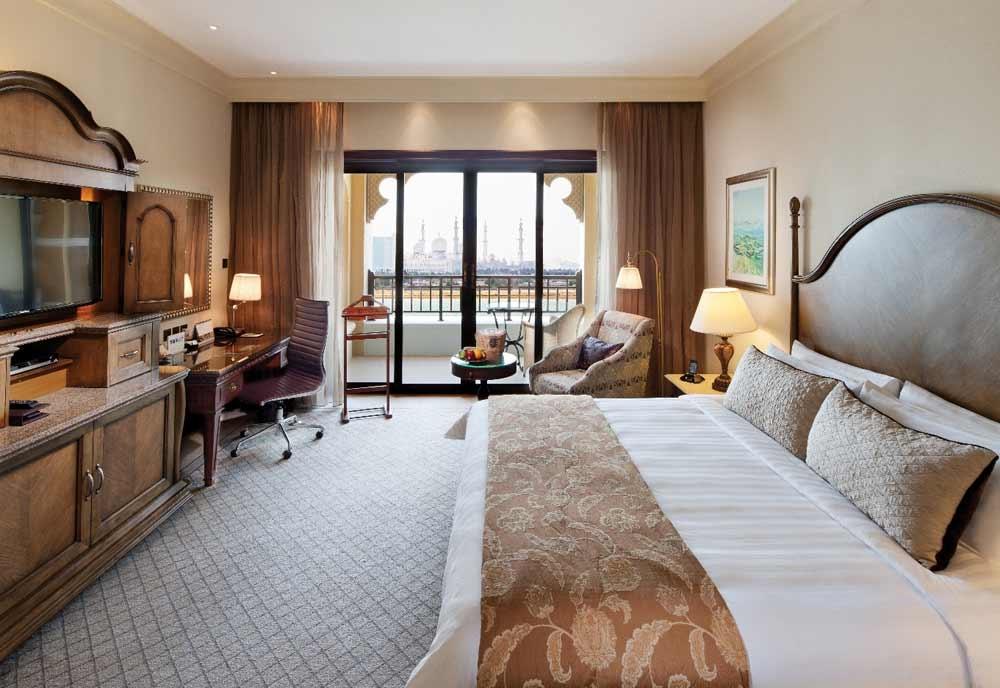 A Deluxe room from the Shangri-La Hotel, Qaryat Al Beri's Horizon Club.