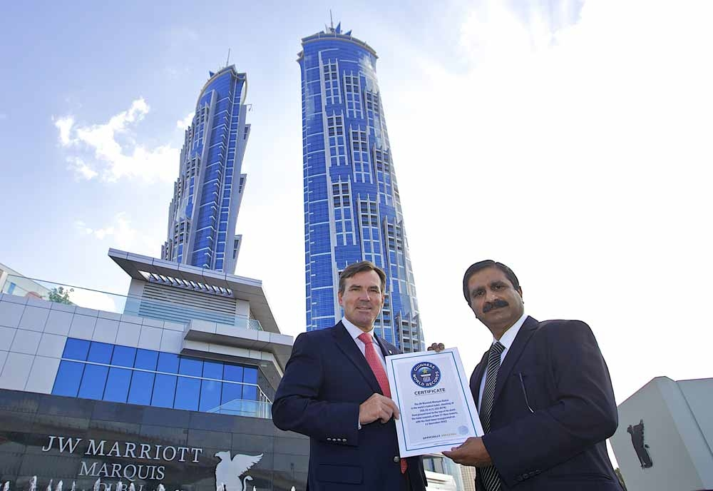 General Manager Rupprecht Queitsch and architect Ashok Korgaonkar receive the official Guinness World Record certificate
