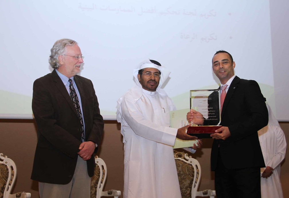 Bassam Zakaria, director of rooms at the Cove Rotana Resort receiving the award.