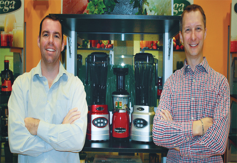 Grindmaster 21H Grind'n Bru. Greenfield World Trade regional sales manager Brenden Wright (left) and vice president Jonathan Vadnos (right).