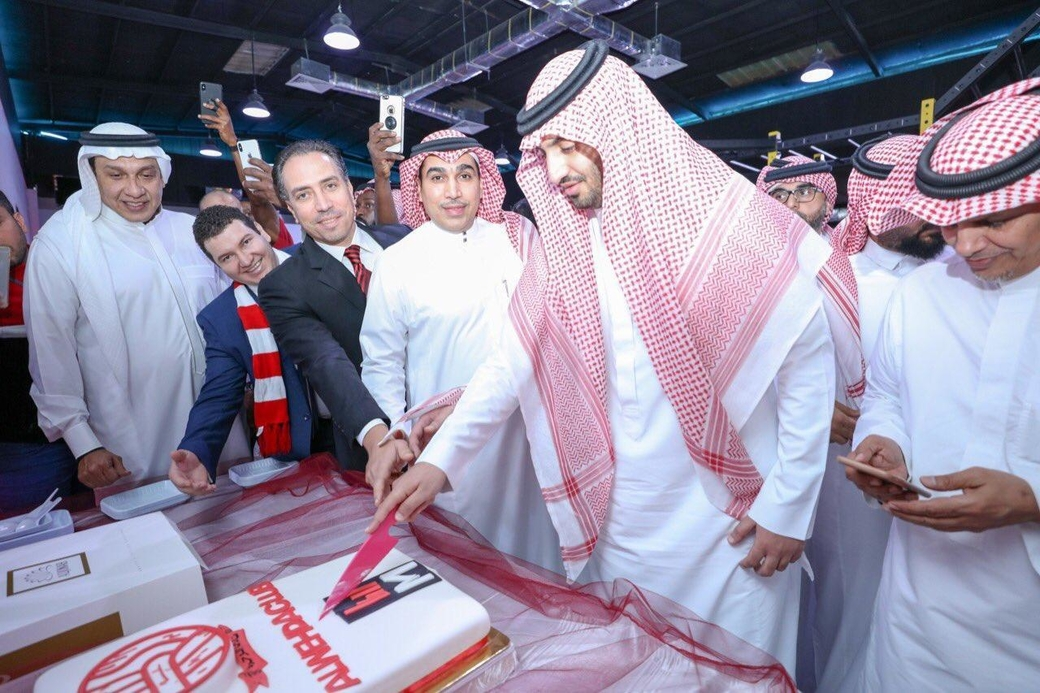 The opening of the fitness center took place in the presence of Prince Abdullah bin AbdulAziz bin Faisal bin Abdul Majeed bin AbdulAziz Al Saud.