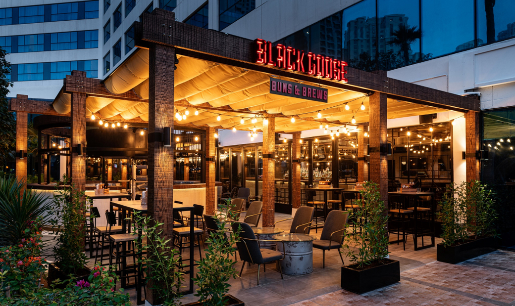 With weekly live entertainment and sports screenings, Black Goose has an expansive bar area and a 360 degree grill in the garden