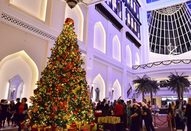 During December 9 at 6:30pm to 8:30pm, the five-star will host its annual Christmas tree lighting event